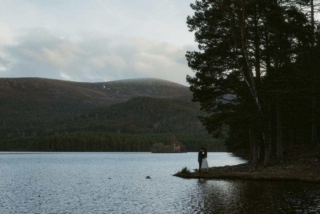 ELOPEMENT-PHOTOGRAPHER-SCOTLAND-LOCH-AN-EILEIN-264